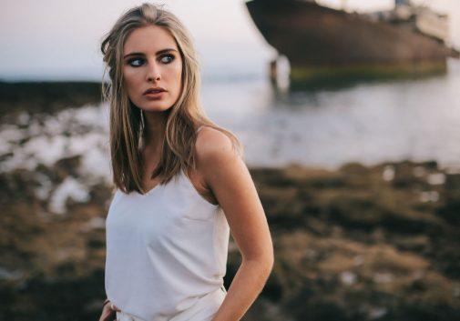 blonde-bateau-femme-portrait-lanzarote