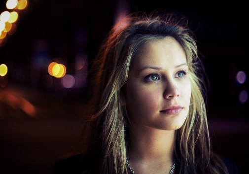 blonde-nuit-bokeh-portrait