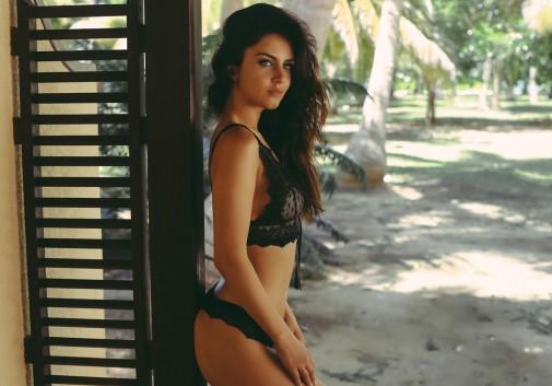 brune-femme-seychelles-sexy-lingerie