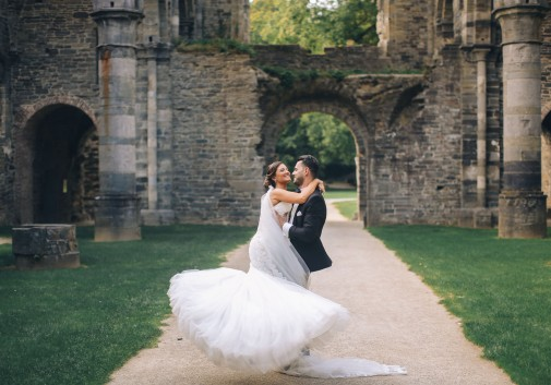 couple-mariage-amour-joie-chateau