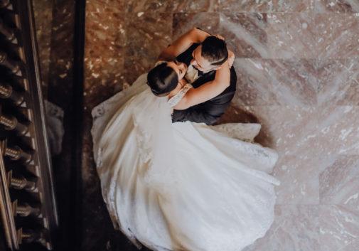 couple-mariage-joie-danse-robe