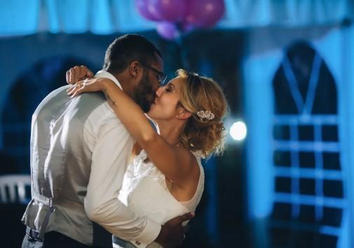 couple-nuit-danse-mariage-joie