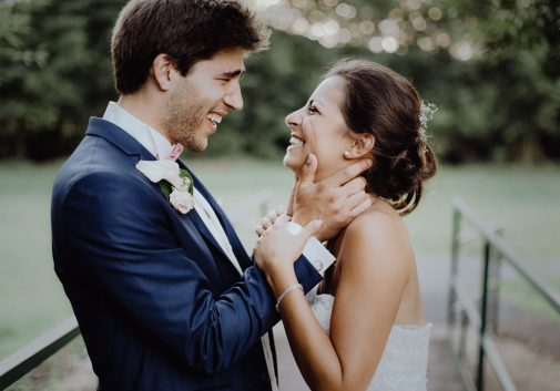 couple-rire-joie-mariage-nature