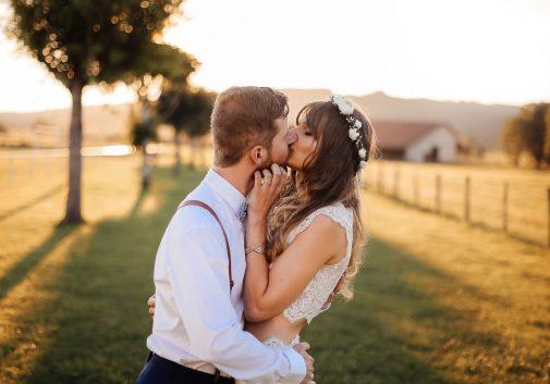 couple-soleil-bonheur-mariage-nature