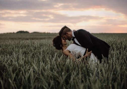 couple-soleil-nature-mariage-amour