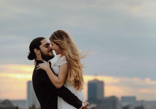 couple-toit-amour-ciel-mariage