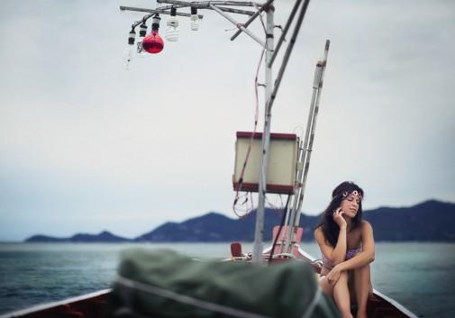 femme-bateau-ampoule-thailande-mer