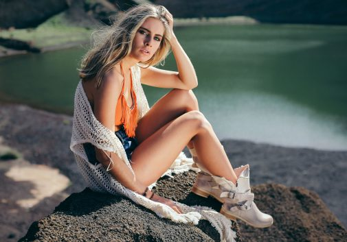 femme-blonde-lagoon-mode-eau