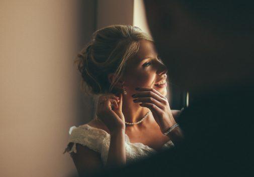 femme-blonde-mariage-preparation-stress