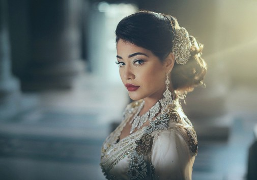 femme-brune-maroc-caftan-sexy