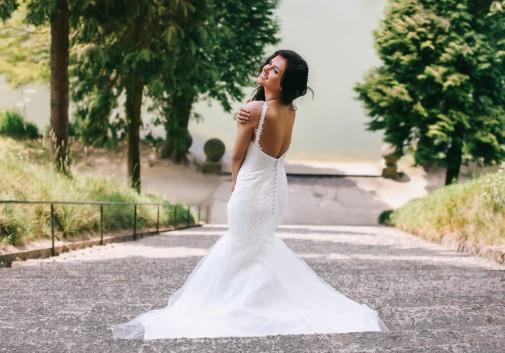 femme-brune-robe-mariage-glamour