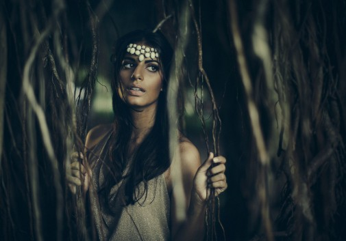 femme-brune-sauvage-amazone