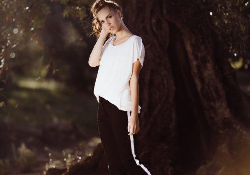 femme-brune-soleil-mode-vetement