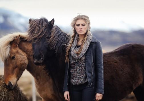 femme-cheval-islande-blonde-cinema