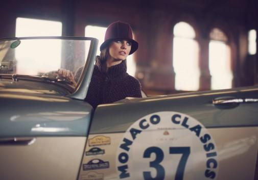 femme-mode-chapeau-voiture-brune