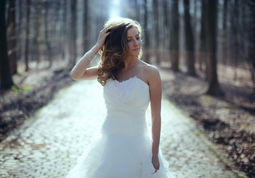 femme-nature-mariage-robe-bonheur