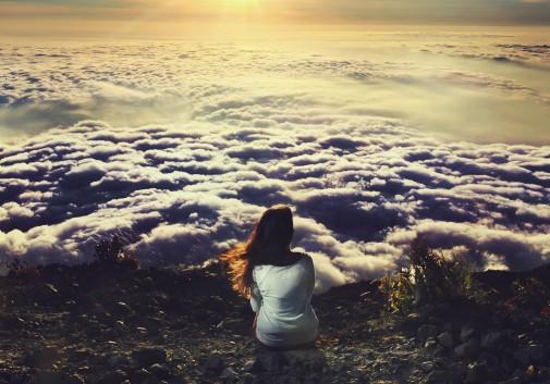 femme-nuage-paysage-indonesie-soleil