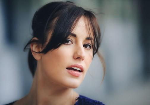femme-portrait-sexy-vent-visage