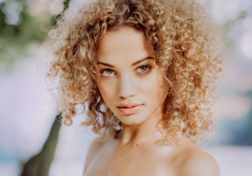 femme-regard-soleil-portrait-bertram
