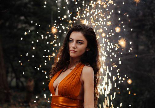 feu-artifice-magie-robe-femme