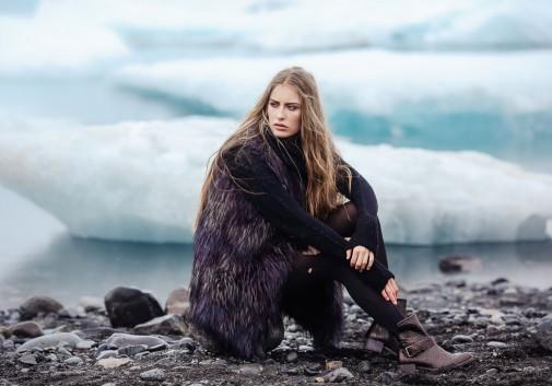 glacier-femme-blonde-islande-froid