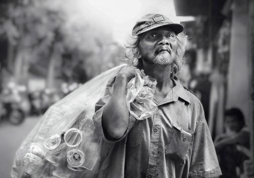 homme-SDF-homeless-bali-rue