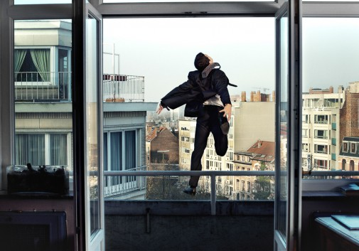 homme-saut-suicide-evasion-fenetre