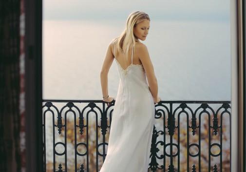julie-taton-suisse-blonde-femme