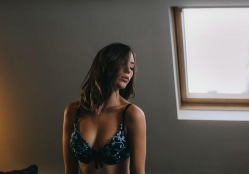 lingerie-sensuel-sexy-femme-brune