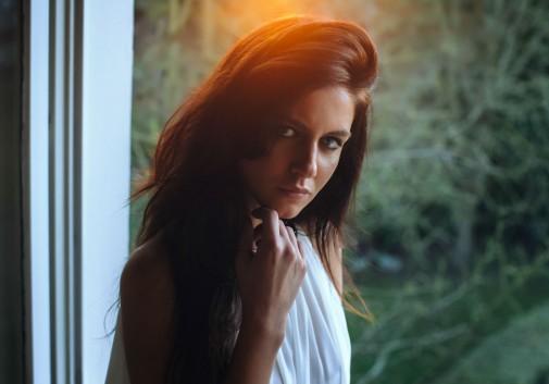 lumiere-soleil-brune-femme-chaleur