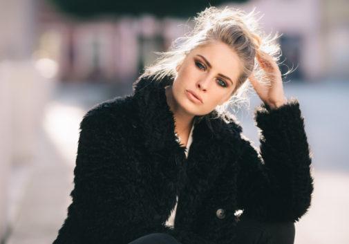 mode-blonde-portrait-rue-soleil