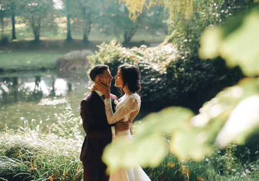 nature-couple-sauvage-mariage-joie