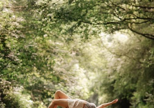nature-femme-levitation-magie-brune