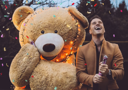 ours-peluche-confetti-fun-homme
