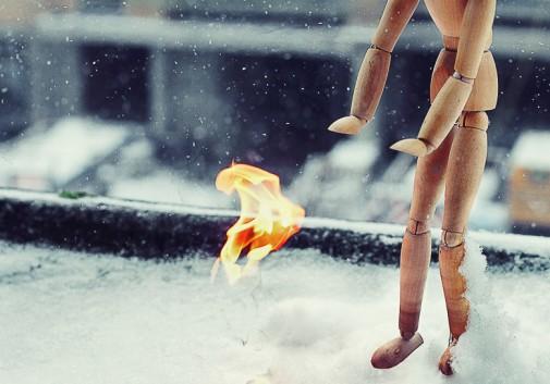 pantin-feu-bois-drole-neige