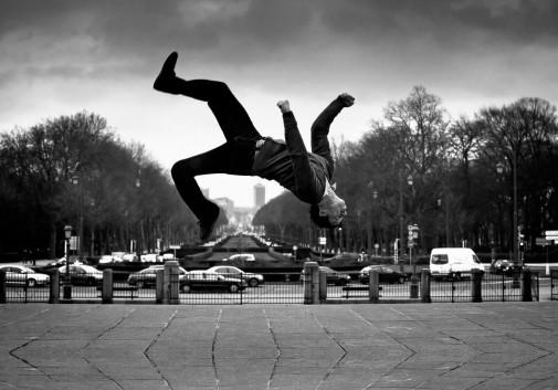 saut-homme-ville-bruxelles-salto