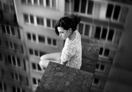 vertige-vue-solitude-brune-femme