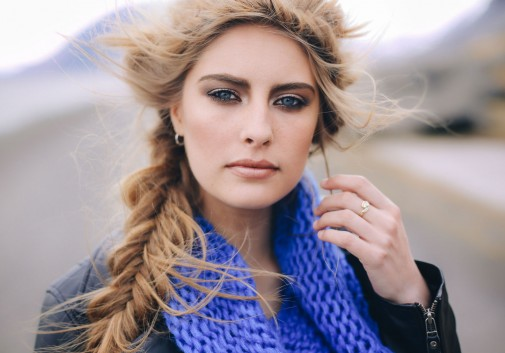 visage-portrait-blonde-islande-vent