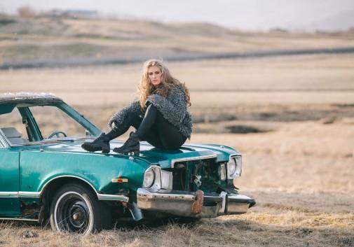 voiture-islande-blonde-vintage-femme