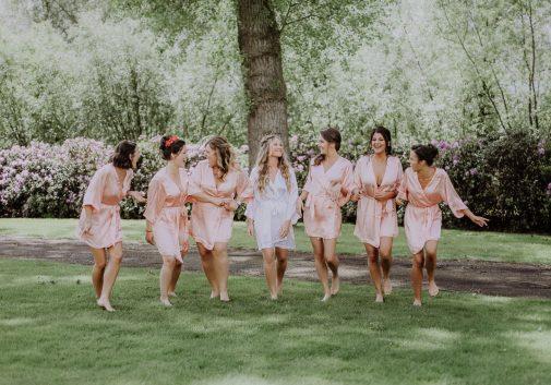 ami-mariage-nature-joie-rire-paignoir
