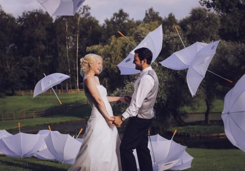 amour-folie-parapluie-couple-blonde-bonheur