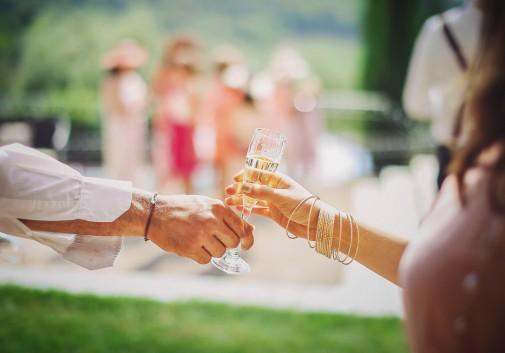 apero-mariage-soleil-toscane-champagne