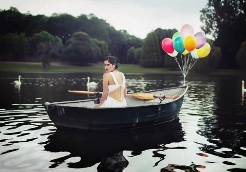 ballon-barque-eau-cigne-surreel