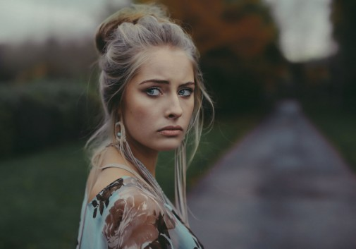 blonde-bellrock-rochette-portrait