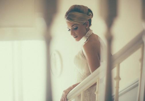 blonde-escalier-lumière-grain-rencontre