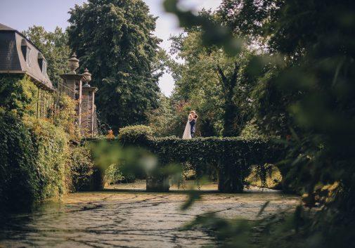 couple-bonheur-chateau-mariage-pont
