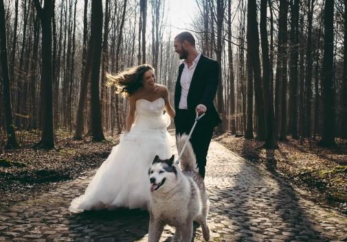 couple-bonheur-chien-joie-rire