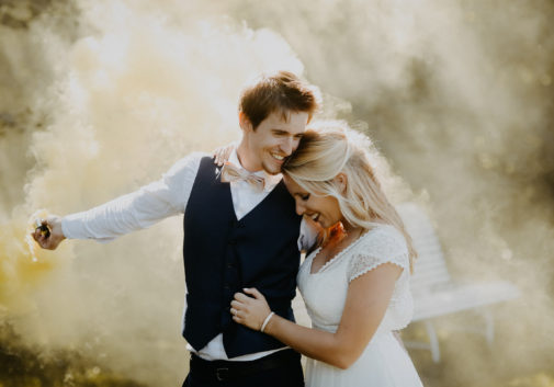 couple-fumigene-joie-nature-mariage