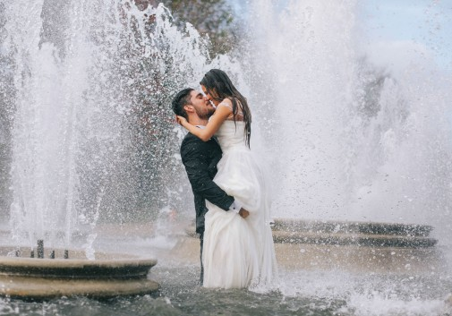 couple-mariage-fontaine-folie-amour