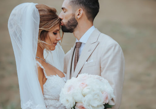 couple-mariage-robe-amour-nature